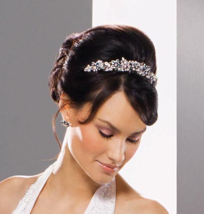 bridesmaid-hairstyle-with-tiara