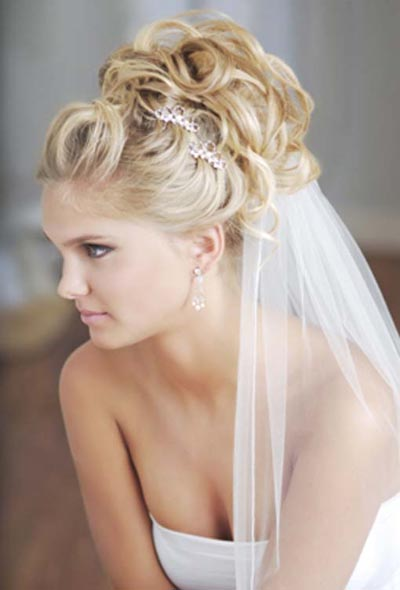 wedding-hairstyles-for-long-curly-hair-half-up