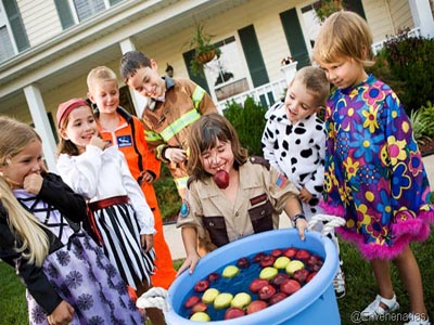 bobbing-for-apples-halloween-games