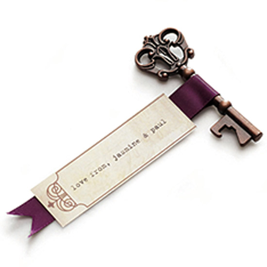 creative-wedding-favor-ideas-antique-style-key-bottle-opener-favor