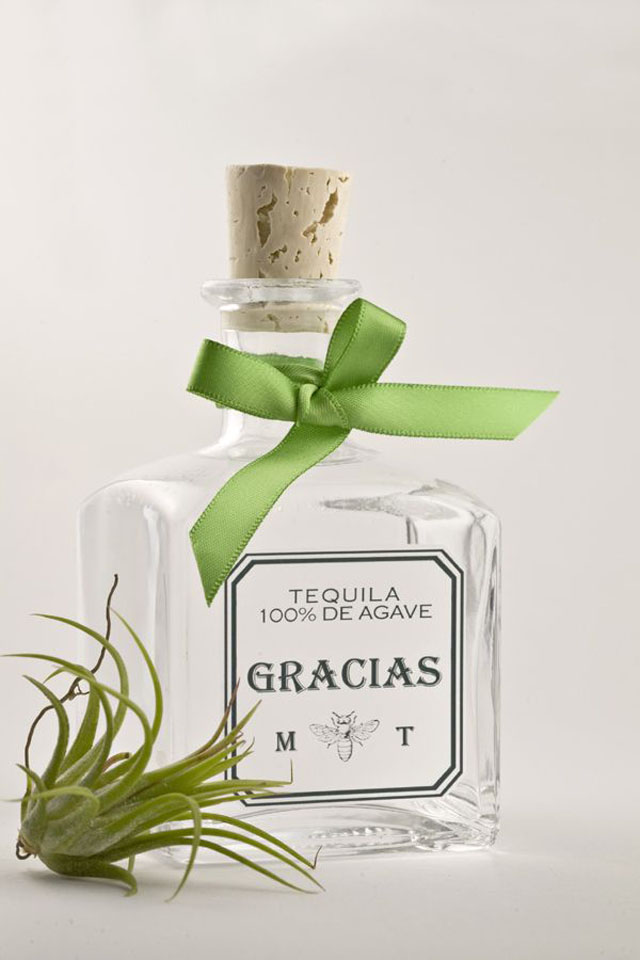 creative-wedding-favor-ideas-mini-bottles-of-tequila-wedding-favors