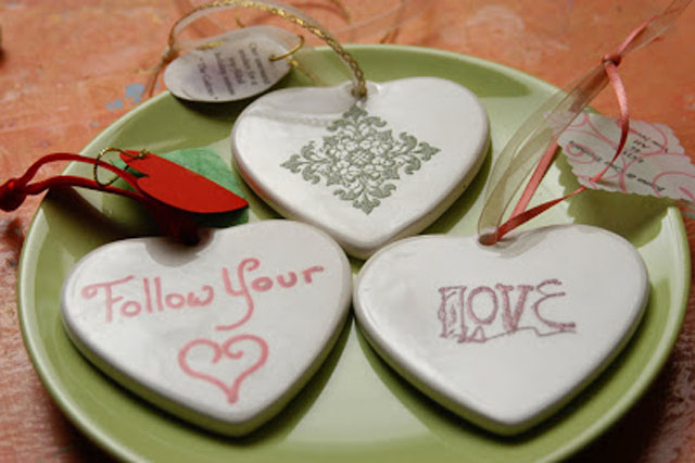creative-wedding-favor-ideas-porcelain-ornaments