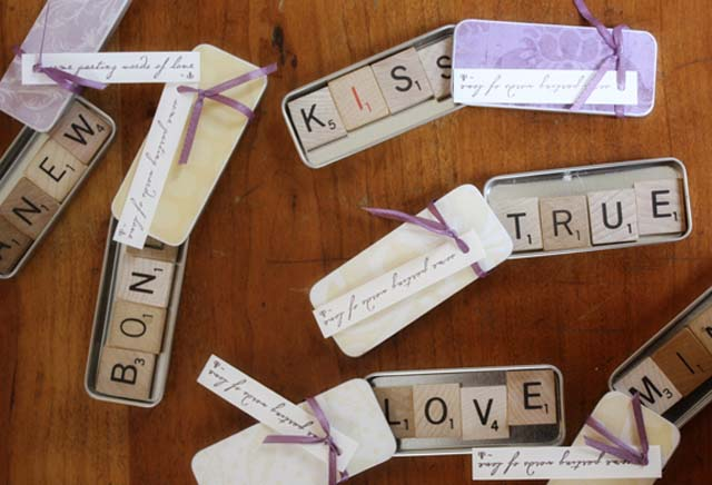 creative-wedding-favor-ideas-scrabble-magnet-favors