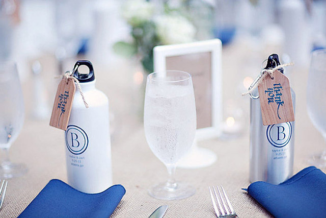 creative-wedding-favor-ideas-water-bottles-favor