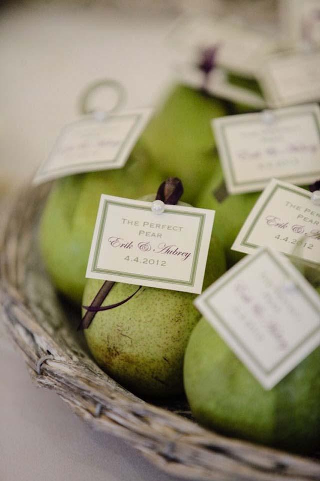 homemade-wedding-favor-ideas-box-of-sweet-meringue