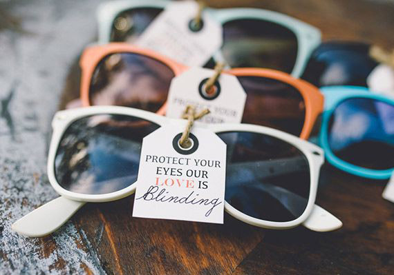 homemade-wedding-favor-sunglasses-wedding-favor