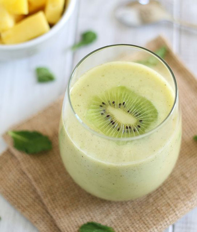 protein-smoothie-recipes-for-weight-loss-pineapple-kiwi-mint-smoothie