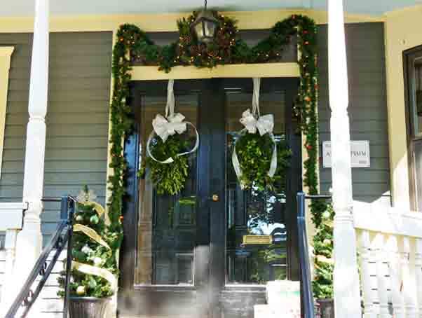 christmas-garland-door-decor