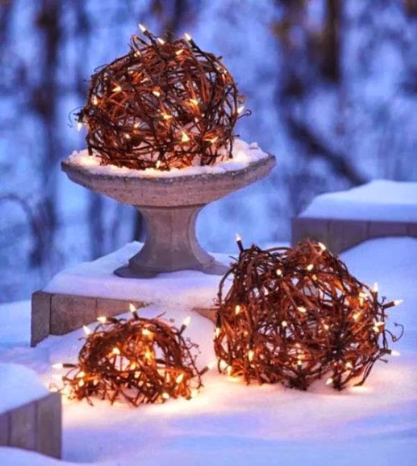 unusual-outdoor-christmas-decorations