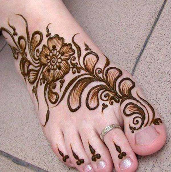 25 Elegant Mehndi Designs For Feet That Will Make You Stand Out