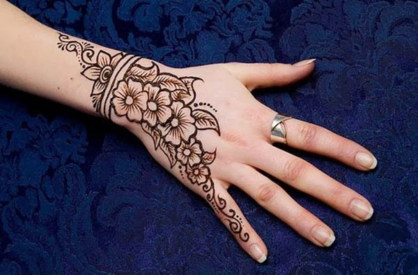 beautiful-mehndi-designs for-kids