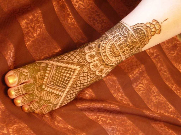 bridal-mehndi-design-for-feet