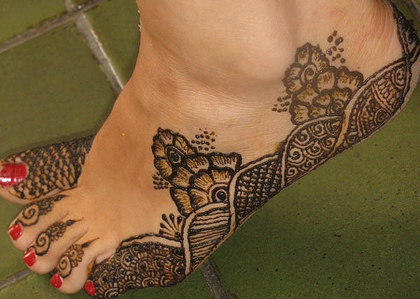 easy-mehndi-design-for-feet